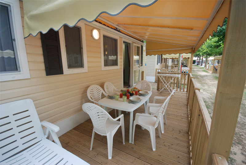 holiday-home-torcello-decking-mobile